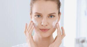 Eucerin-INT_DermoPure_Article_620-skin-care-routine_header-01-300x162