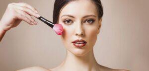 teint-yeux-bouche-trois-tutos-pour-un-maquillage-naturel-grazia-brilliant-tuto-maquillage-teint-300x143